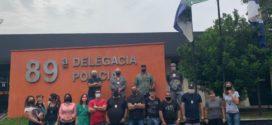 Policiais fazem ato na porta da Delegacia de Resende