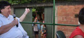Neto diz que recepção da população nas ruas dá força para campanha