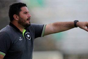 Sem estrear, Ramón Díaz deixa o Botafogo e Eduardo Barroca é o novo treinador