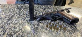 Dupla é flagrada com pistola municiada em Resende