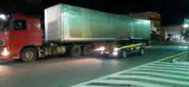 PRF recupera carreta com registro de apropriação indébita na Dutra, em Barra Mansa
