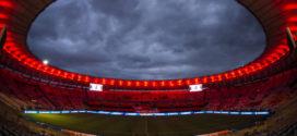 Grupo de 20 torcedores do Flamengo protestam no Maracanã pela eliminação na Libertadores