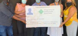 Programa de Artesanato do Rio de Janeiro entrega mais de 400 carteiras a artesãos