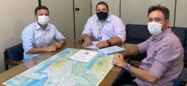 Angra dos Reis entrega documentação de convênio para recapeamento de estradas