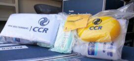 Caminhoneiros recebem kits de higiene na via Dutra em Resende