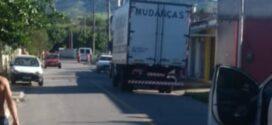 Motorista de caminhão de mudanças é morto a tiros no bairro Freitas Soares, em Porto Real