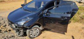 Suspeitos abandonam carro após trocarem tiros com PM em Resende