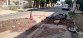 Obra do Saae-VR na Vila Mury danifica veículos que passam pelo local