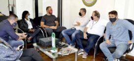 Ex-lutador Rogério Minotouro visita Barra Mansa