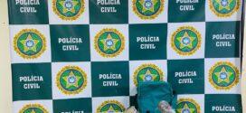 Dupla é presa suspeita de usar tabacaria com fachada para vender drogas