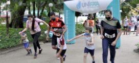 Corrida Pais e Filhos reúne famílias no Parque Centenário, em Barra Mansa